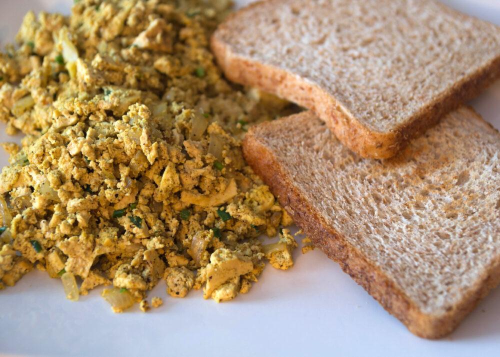 Statt Rührei: Scrambled Tofu Indian Style